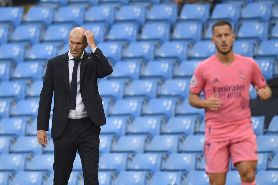 Bekam 2019 für 115 Millionen Euro Eden Hazard: Trainer Zinedine Zidane (l, 48). Der Belgier schlug jedoch noch nicht wirklich ein.