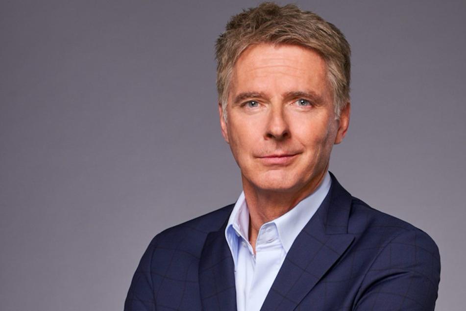 Jörg Pilawa (55) führt durch den Silvester-Abend im Ersten und kehrt als Quizmaster zurück ins deutsche Fernsehen.