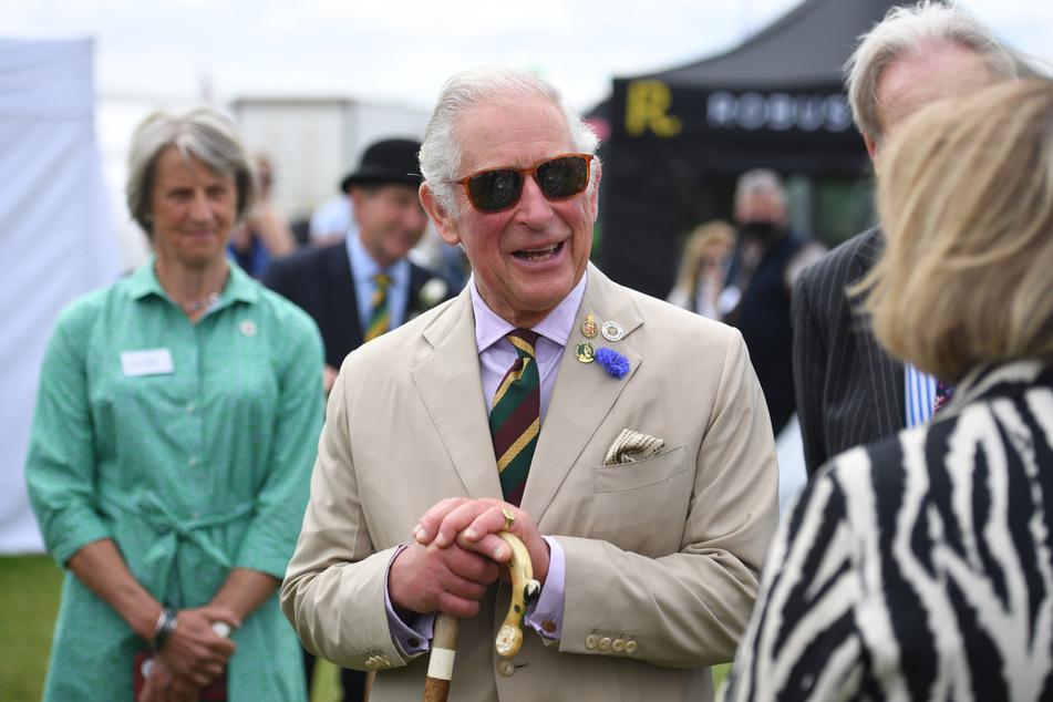 """Prinz Charles besuchte die Agrarwirtschaftsausstellung """"Great Yorkshire Show"""" im englischen Harrogate und erlitt dabei ein kleines Unglück mit einem Kuhfladen."""