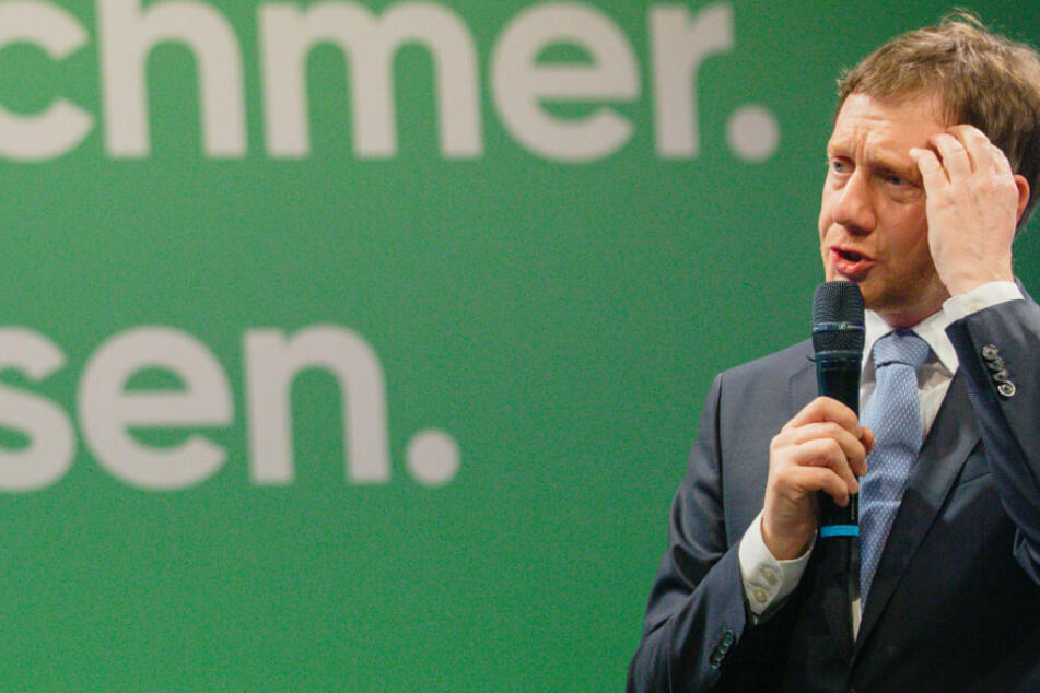 Die Dienstwagenflotte von Sachsens Ministerpräsident Michael Kretschmer (CDU) steht in der Kritik wegen ihrer Umweltunfreundlichkeit.