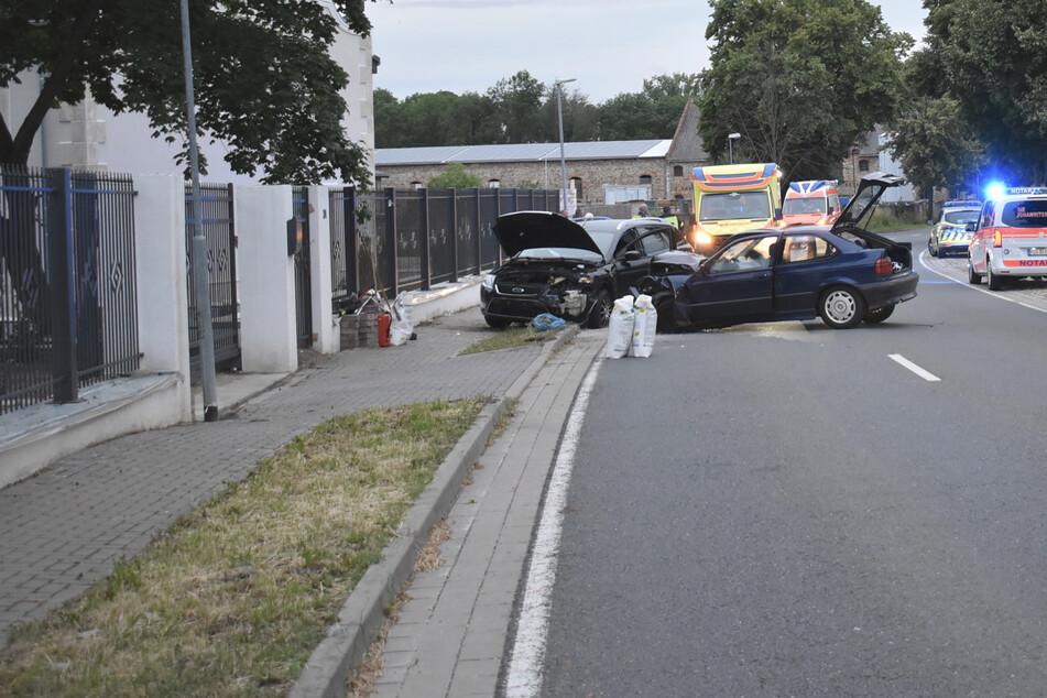 Sekundenschlaf! Auto kracht in Gegenverkehr, fünf Verletzte