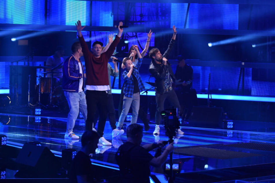 """Bei seinem Auftritt bei """"The Voice Kids"""" stand Alexander mit allen Coaches auf der Bühne."""