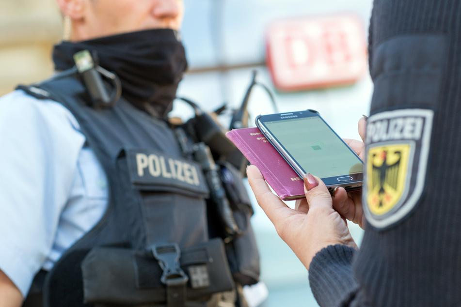 Als die Polizei den Mann überprüfte, stellte sich heraus, dass er erst vor kurzem entlassen worden war. (Symbolbild)