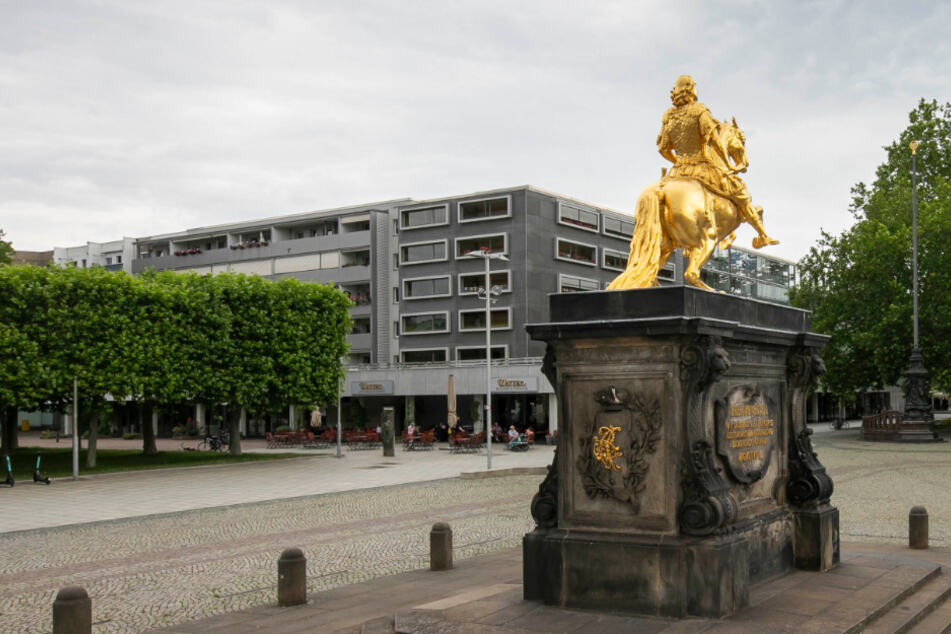 Neumarkt-Experten protestieren gegen Denkmalschutz am Goldenen Reiter