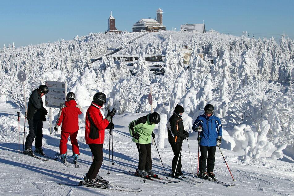 Die Fichtelberg-Betreiber bekamen zuletzt eine Finanzspritze. Wie es allgemein mit dem sächsischen Wintersport weitergeht, soll bald ein Treffen entscheiden.