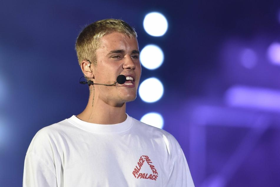 Canadian singer Justin Bieber performs at his 'Purpose World Tour' in Mumbai. (Photo: imago images / Hindustan Times)