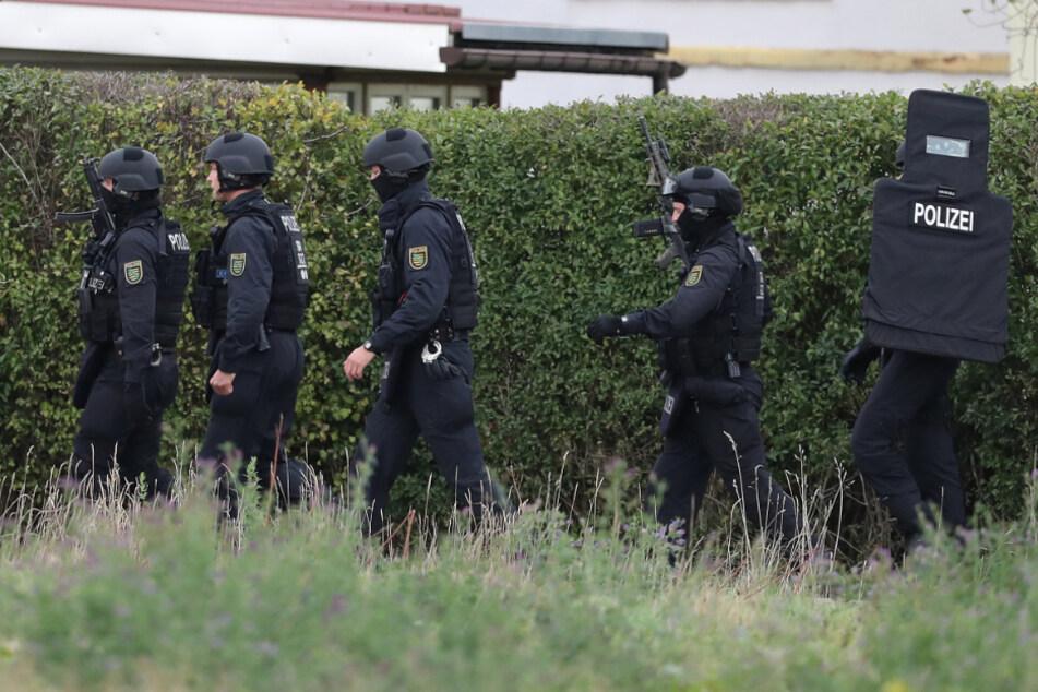SEK-Einsatz! 67-Jähriger schießt auf Nachbarhaus