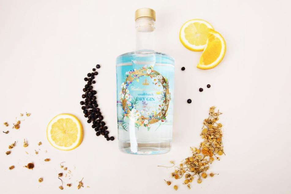 Gin mit Kräutern aus dem Garten der Queen: Königlicher Wacholderschnaps