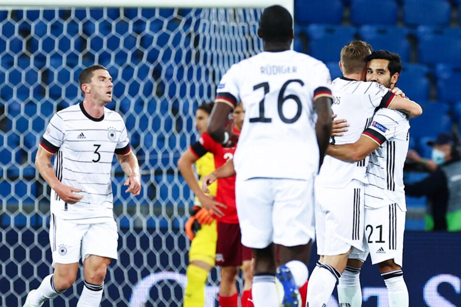 Ilkay Gündogan (r.) brachte Deutschland mit seinem überlegten Schuss in die kurze Ecke mit 1:0 in Führung.