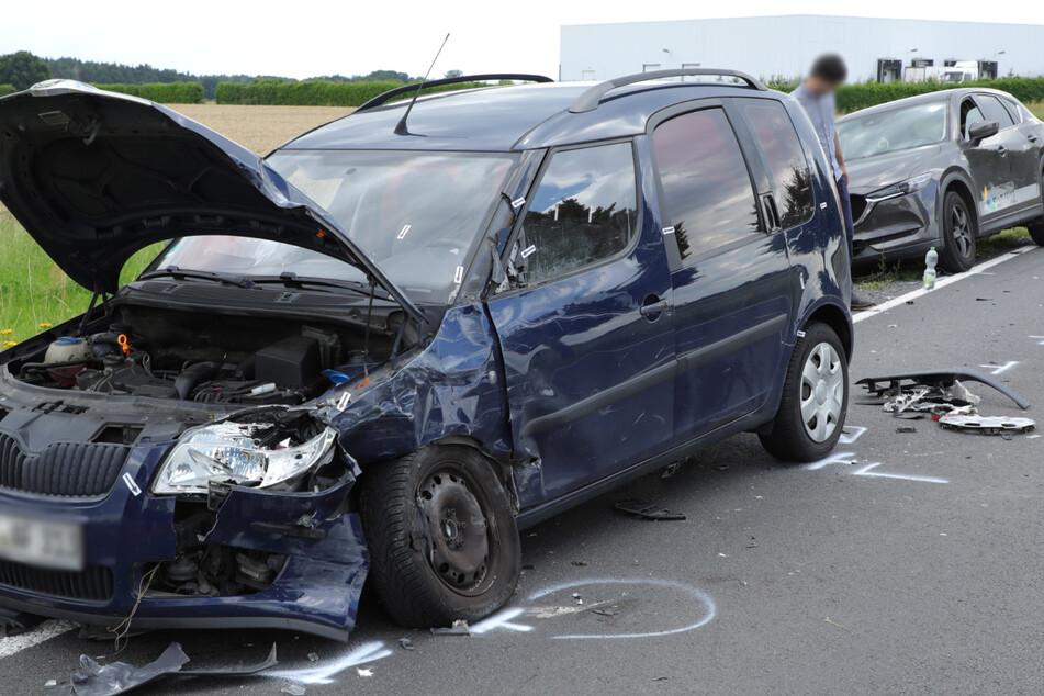 Totalschaden am Skoda Roomster, der Mazda kam weniger stark beschädigt davon.