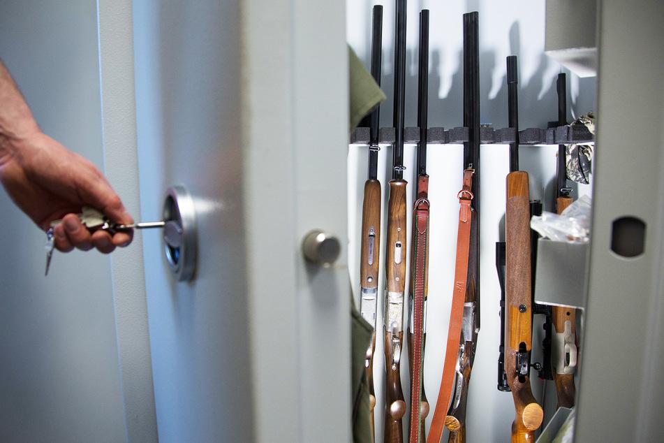 Diebe brechen in Sachsen in Haus ein und klauen gezielt Schusswaffen!
