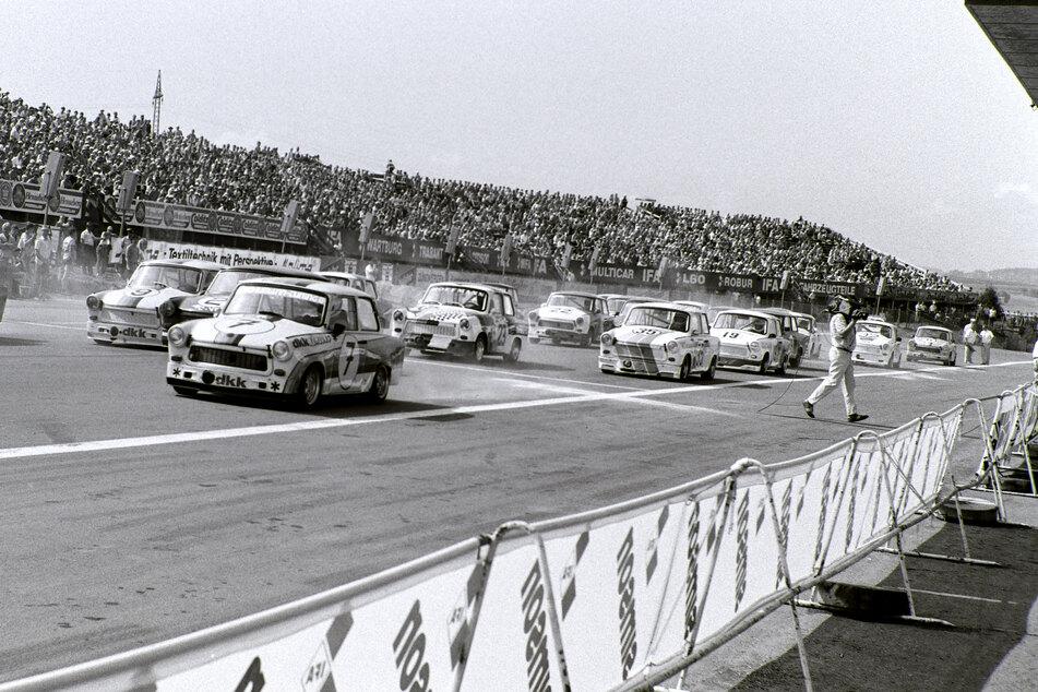 Volle Ränge, der Duft von Zwei-Takt-Gemisch und quietschende Reifen. 1989 jagten noch Renn-Trabis über den Sachsenring bei Hohenstein-Ernstthal.