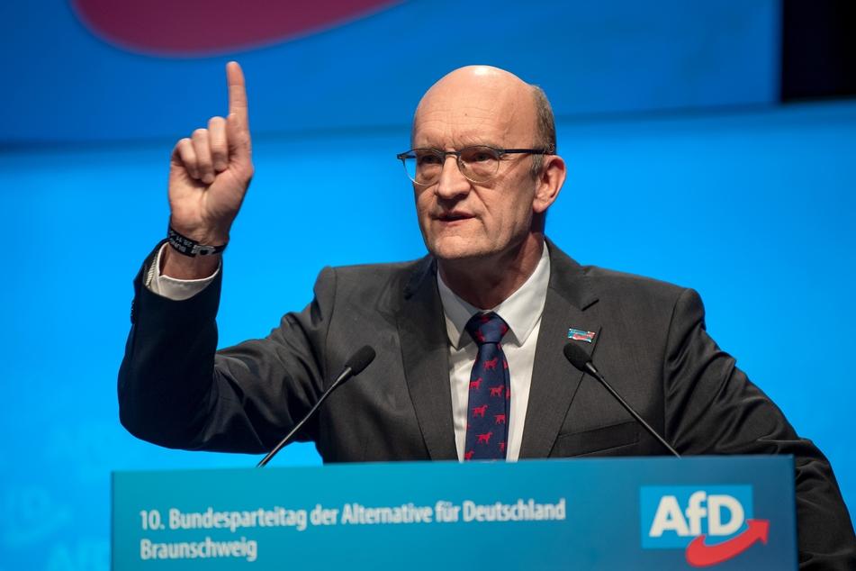 """Pasemann (60) wird dem vom Verfassungsschutz als rechtsextrem eingestuften """"Flügel"""" zugerechnet, der sich im Frühjahr formal aufgelöst hatte."""