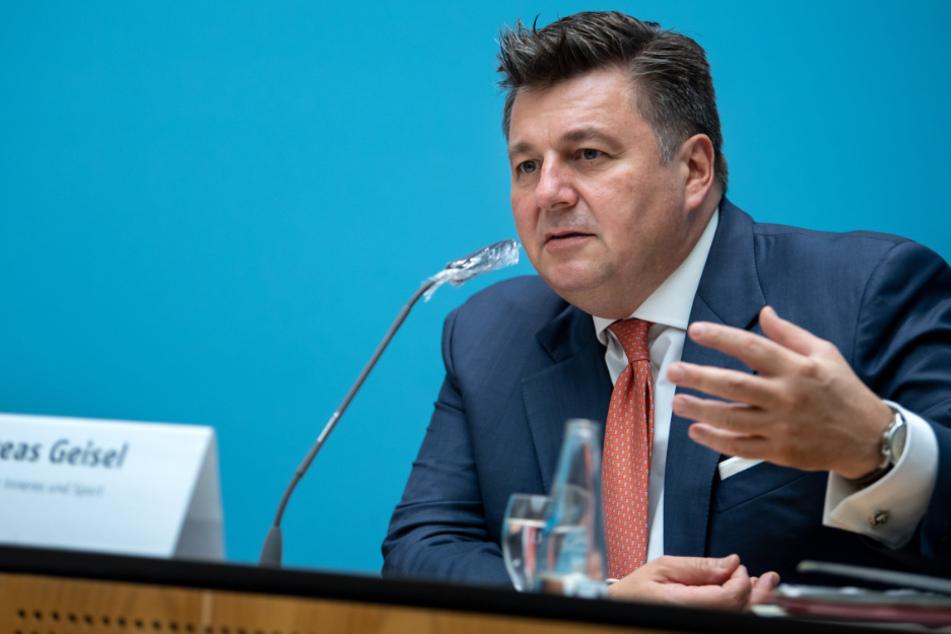 Andreas Geisel äußert sich bei einer Pressekonferenz nach der Sitzung des Berliner Senats im Roten Rathaus zu den Beschlüssen der Berliner Landesregierung.