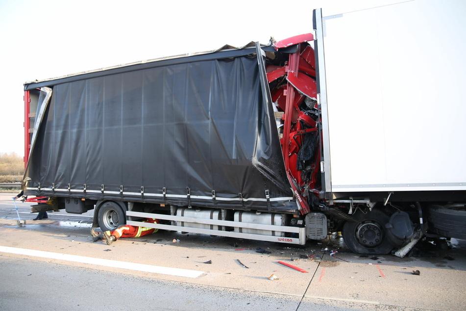 Tödlicher Unfall auf A4: Laster krachen in Stauende