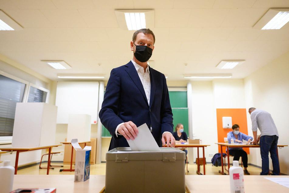 Auch Sachsens MP Michael Kretschmer (46, CDU) gab am Sonntag seine Stimme ab.