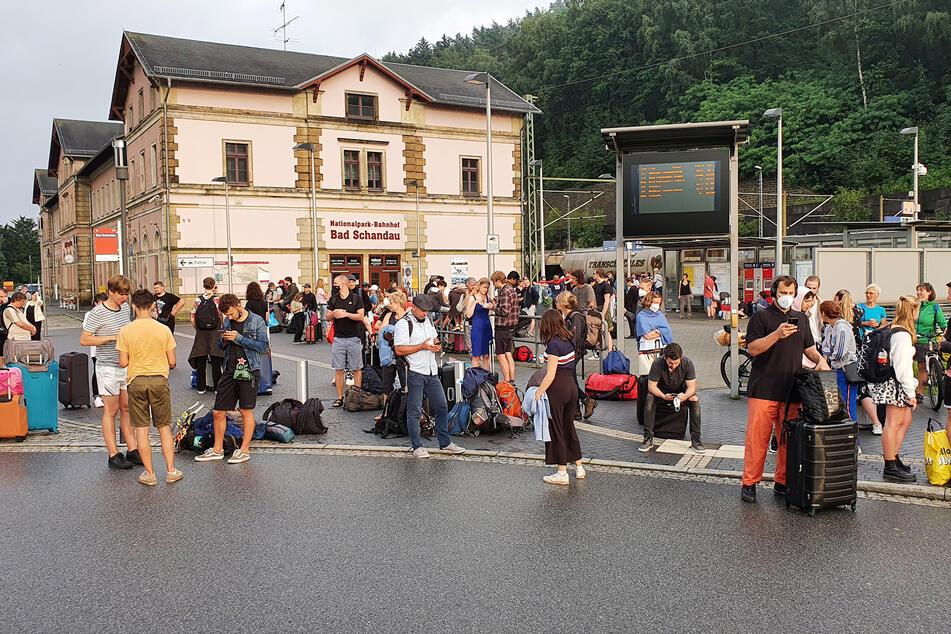 Viele Reisende strandeten in Bad Schandau.
