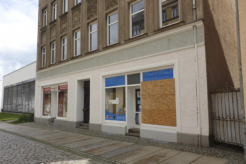 Attacke auf AfD-Büro: Scheibe zerstört
