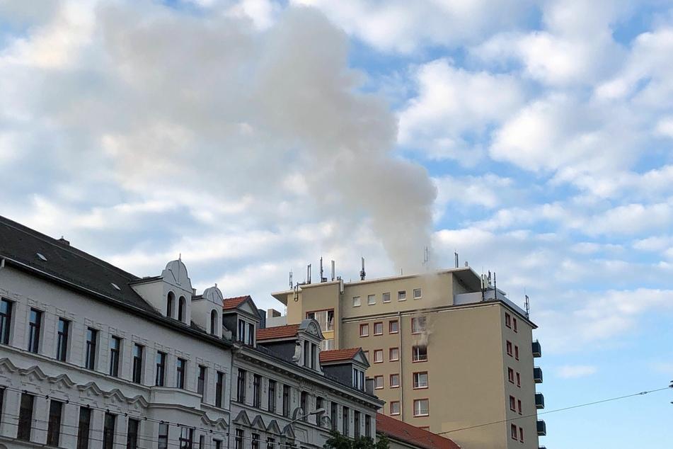 Rauch steigt über der Südvorstadt auf.