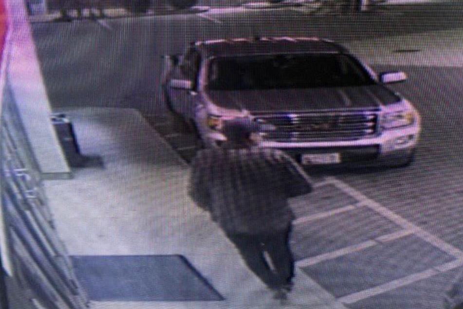 Mann klaut an Tankstelle Auto: Zwei Kinder sind noch drin