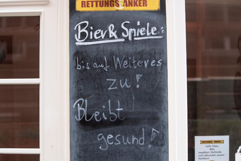 Gericht entscheidet: Bars und Kneipen dürfen Gäste bald wieder draußen bewirten!