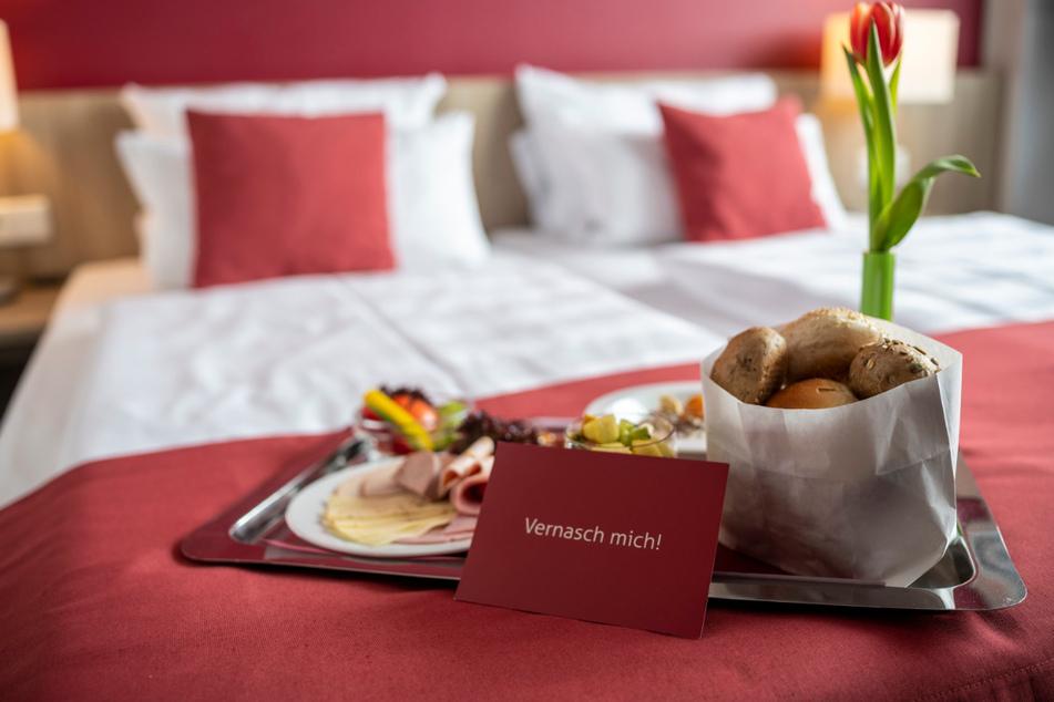Roomservice als Alternative zum Restaurantbesuch sei wegen des hohen Personalbedarfs nicht wirtschaftlich.
