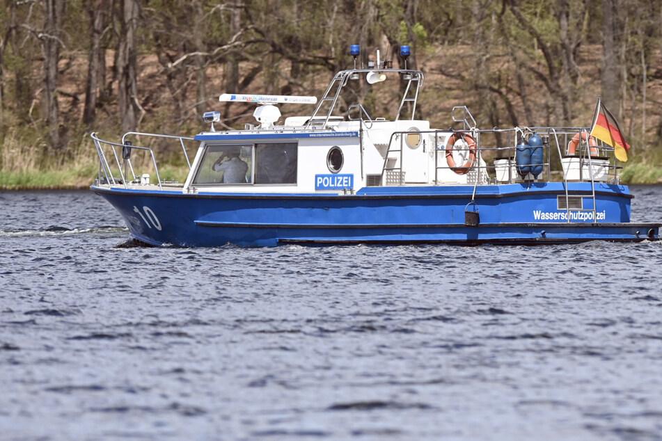 Innenminister steigen bei der Wasserschutzpolizei ins Boot