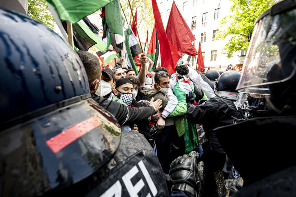 Zum jährlichen Gedenktag Nakba am 15. Mai erinnerten Palästinenser in Berlin an die Flucht und Vertreibung von Hunderttausenden Palästinensern aus dem Gebiet des späteren Israels.