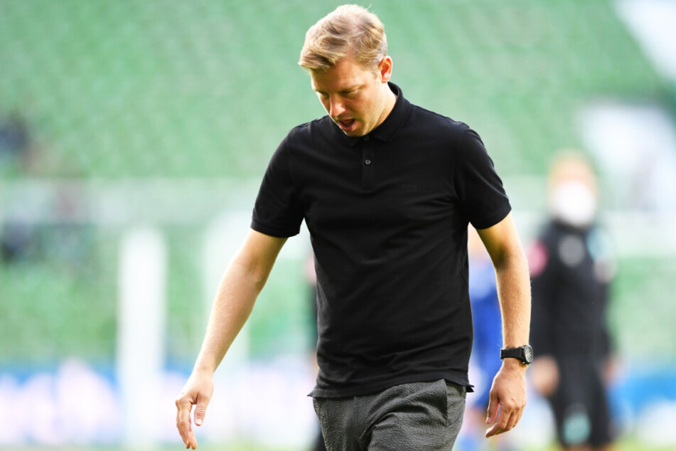 Geht denn das schon wieder los? Werder-Coach Florian Kohfeldt ging nach der 1:4-Pleite gegen Hertha BSC mit hängendem Kopf vom Platz.