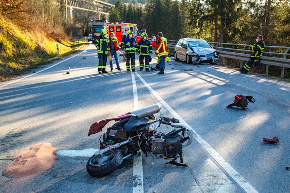 Frontalzusammenstoß mit Auto: Rollerfahrer tödlich verunglückt