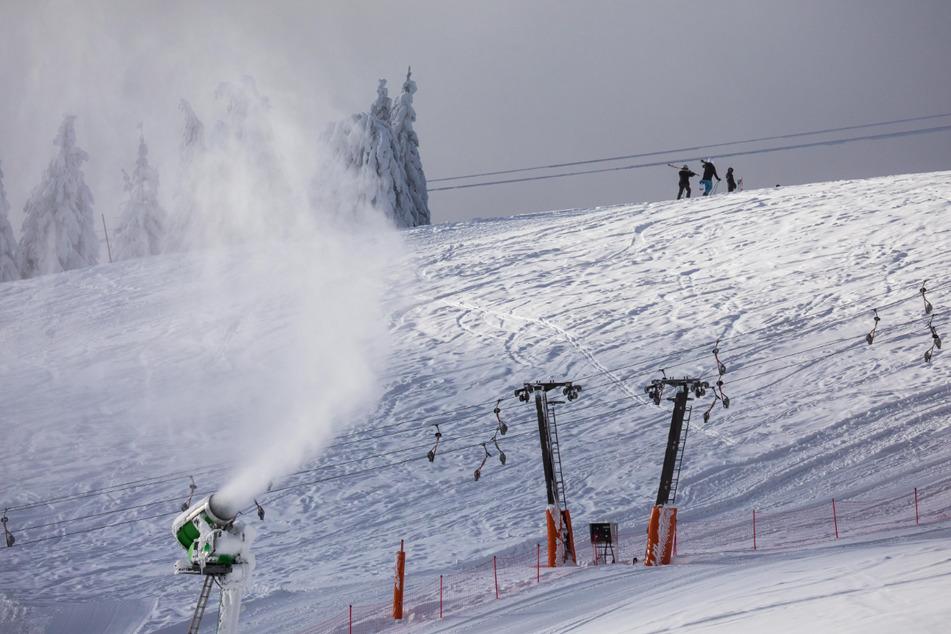 Im Skigebiet Feldberg im Schwarzwald planen die Liftbetreiber für die kommende Skisaison eine sogenannte 2G-Plus-Regel.