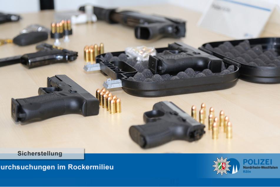"""Spezialeinheiten der Kölner Polizei sind am Mittwochmorgen bei einer Razzia gegen mutmaßliche Mitglieder der Rockergang """"Hells Angels"""" vorgegangen."""