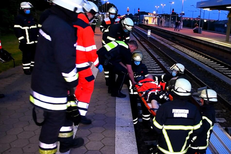 S-Bahn-Verkehr gestoppt: Feuerwehr muss Jugendlichen von Gleisen retten
