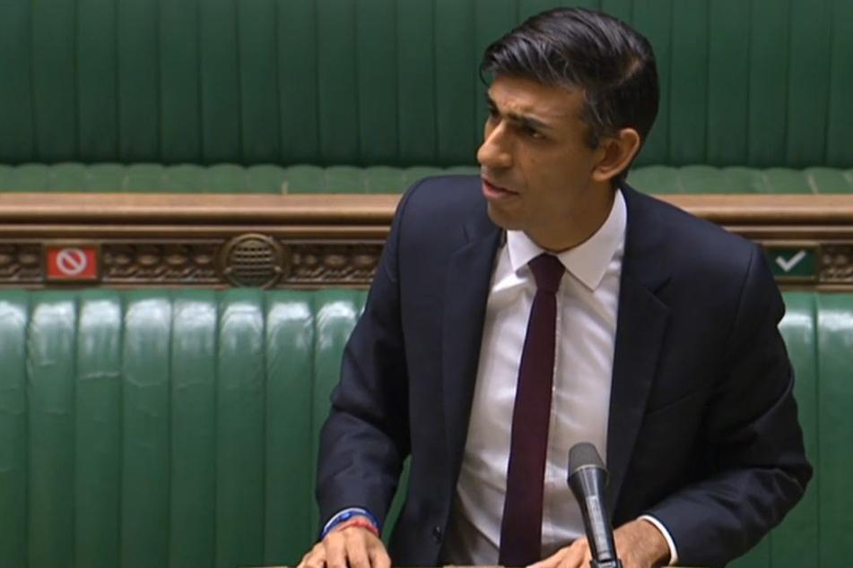 Rishi Sunak, Finanzminister von Großbritannien, stellt im britischen Unterhaus seine Winterpläne für die Wirtschaft vor.