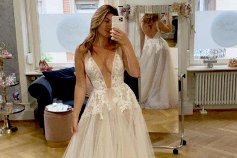 Nadine Klein (35) zeigt sich auf Instagram bei der Auswahl ihres Brautkleides.