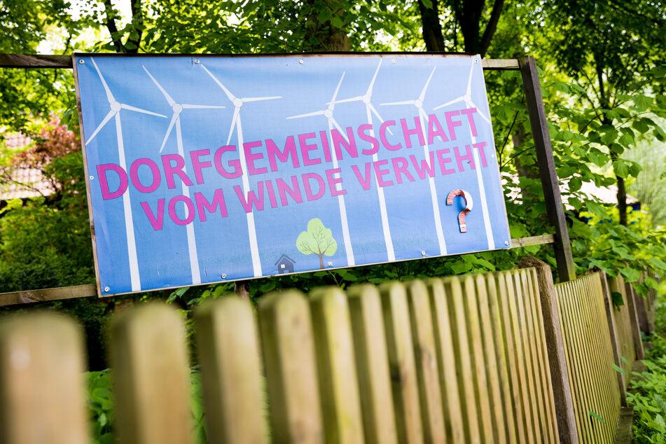 Immer wieder wehren sich Anwohner in Deutschland gegen den Bau neuer Windräder. (Symbolbild)