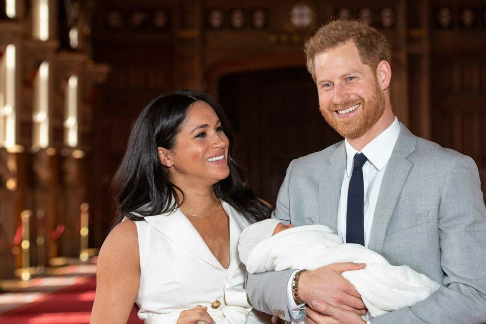 The Queen and the royal family react to Harry and Meghan's big baby news