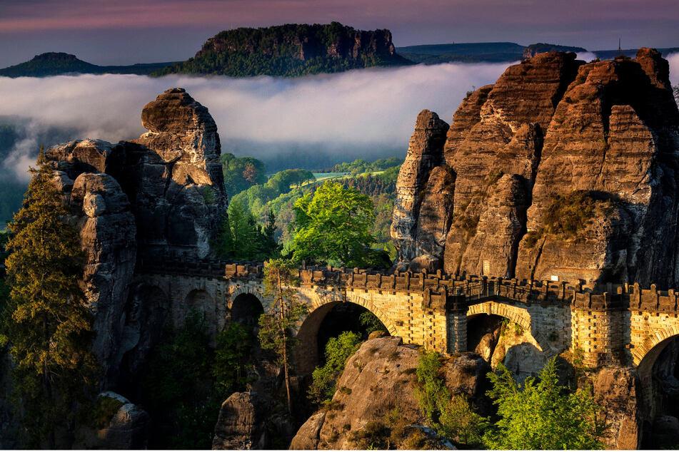 Selbst an der Bastei, der beliebtesten Touristenattraktion im Elbsandsteingebirge, zahlt man weniger als im Kirnitzschtal.
