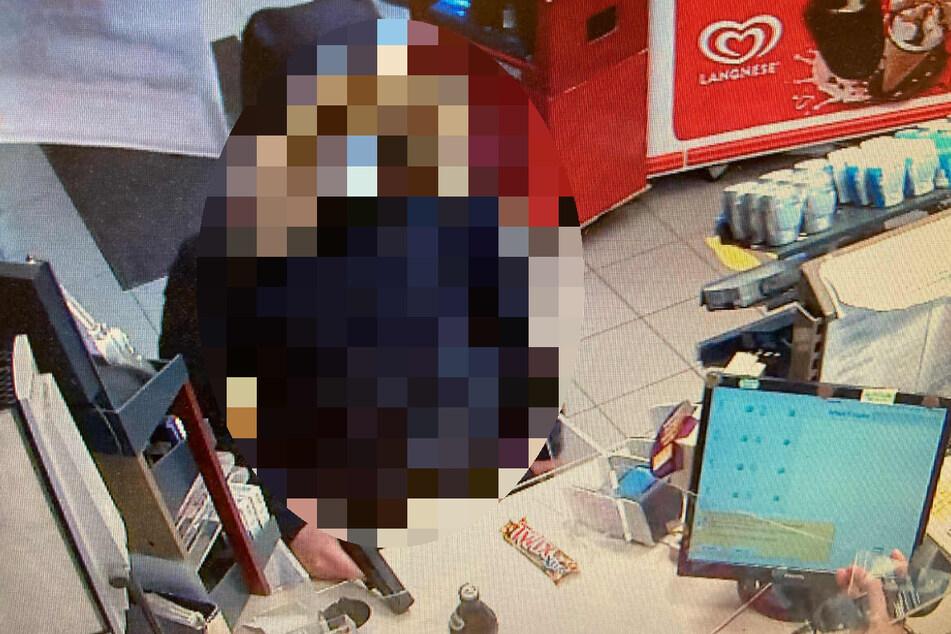 Überwachungskamera zeichnet versuchten Raubüberfall auf: Polizei nimmt Tatverdächtigen fest