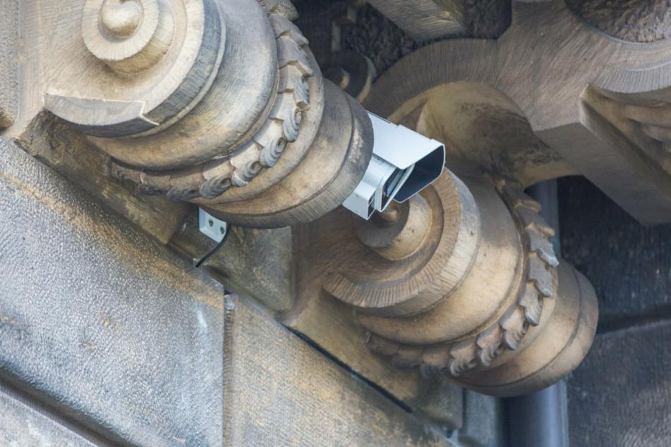 Jetzt wird das Einbruchsfenster von einer Kamera bewacht.