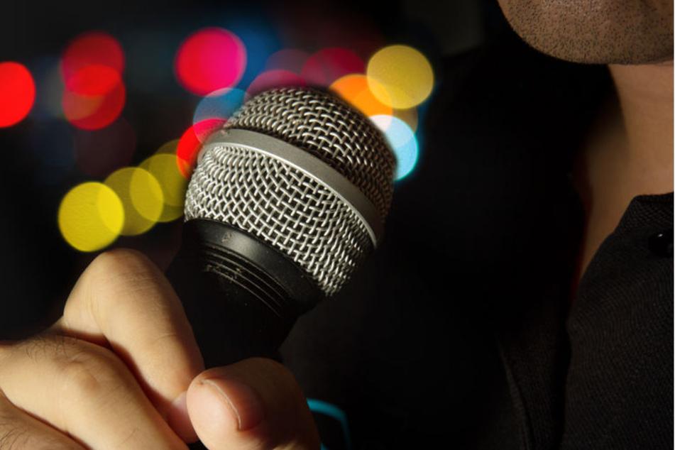 Mann singt zu laut Karaoke und muss jetzt mehr als 3000 Euro zahlen