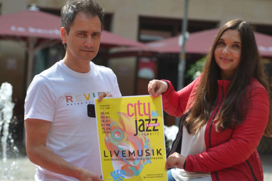 """Sven Hertwig (49) und Lena Ludewig (23) von Exclusive Events organisieren """"City Jazz"""" diesmal als Dauerbrenner für die Kneipenmeile."""