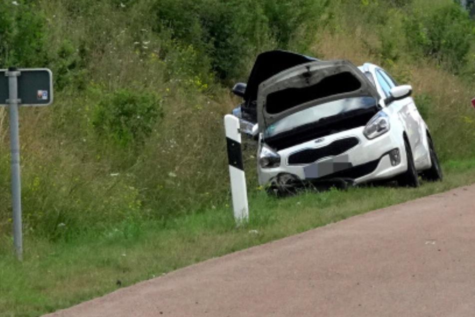 Unfall A72: Drei Autos zusammengestoßen, ein Fahrer im Krankenhaus: Wieder schwerer Unfall auf A72