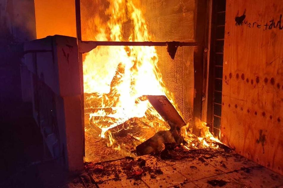Wie genau es zum Ausbruch des Feuers kam, ist Gegenstand der Ermittlungen.