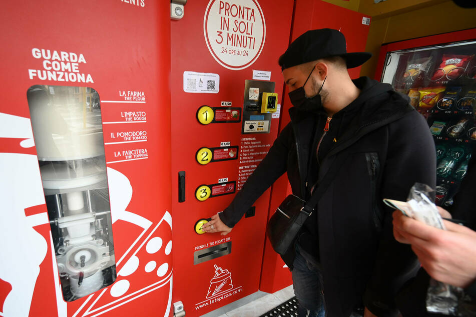 You want a-pizza this? Italians react to pop-up pizza vending machines