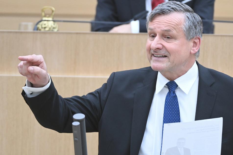 FDP-Fraktionschef Hans-Ulrich Rülke (59, Foto) hält es für denkbar, dass sich Winfried Kretschmann im kommenden Frühjahr für das Amt des Bundespräsidenten bewirbt.