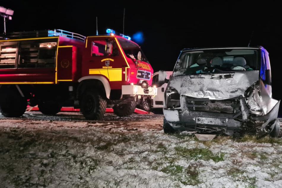 Ein Feuerwehrauto an der Unfallstelle.