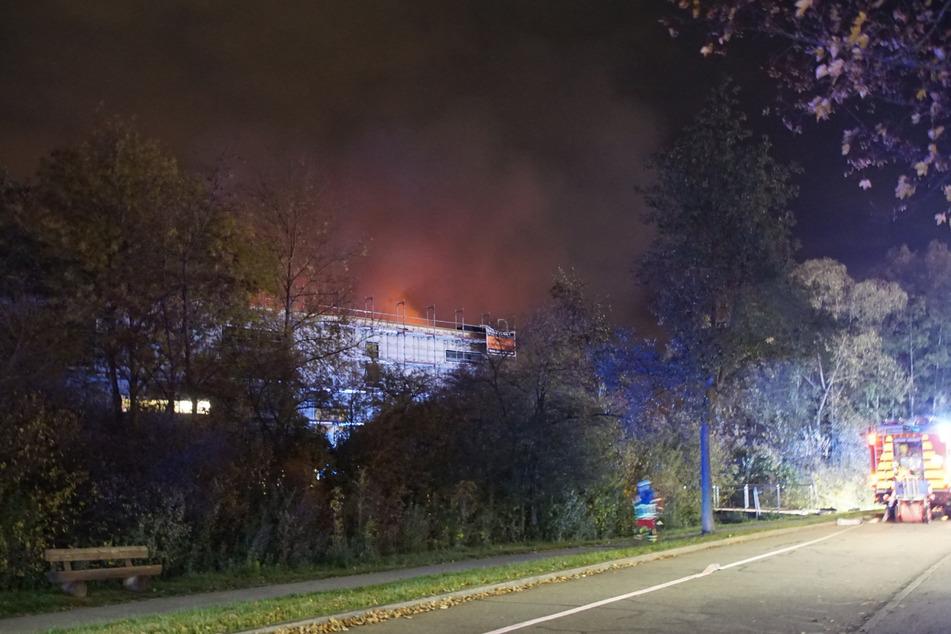 Sporthalle in Leonberg steht in Flammen: Satter Sachschaden!