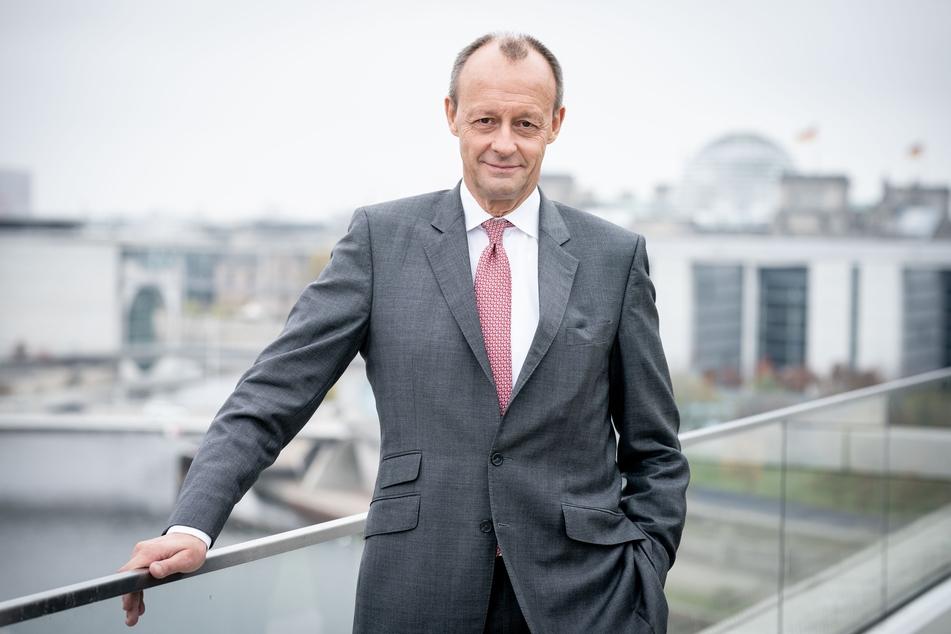 Der CDU-Politiker Friedrich Merz (64) hat sich vorsorglich in häusliche Corona-Quarantäne begeben.