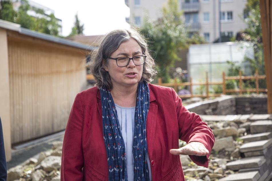 Bürgermeisterin Eva Jähnigen (55, Grüne) erklärt, wie körperlich und psychisch belastend die Arbeit im Krematorium Tolkewitz war.